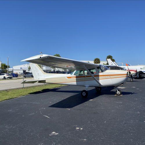 Cessna 172N (N5208J)