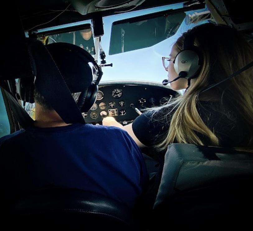 Капитан Валентина Поулос - женщина-пилот в SkyEagle